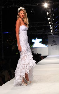 Charisse varhaert desfilando para Charo Ruiz Ibiza BR - 6
