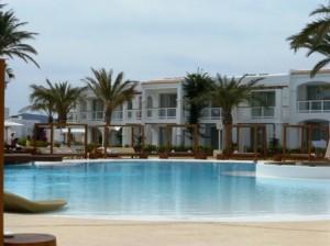 Piscina hotel Destino Pachá Ibiza