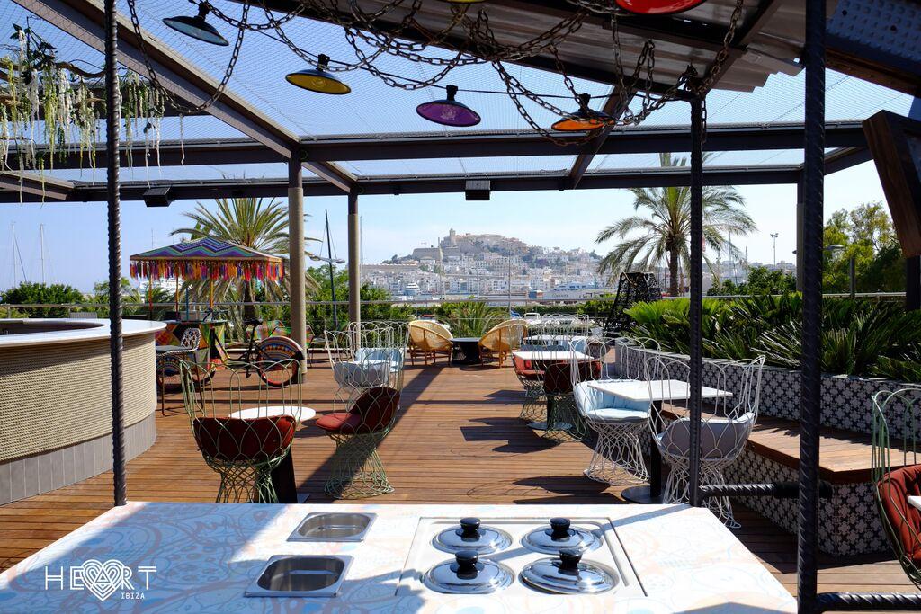 Terraza restaurante Heart Ibiza