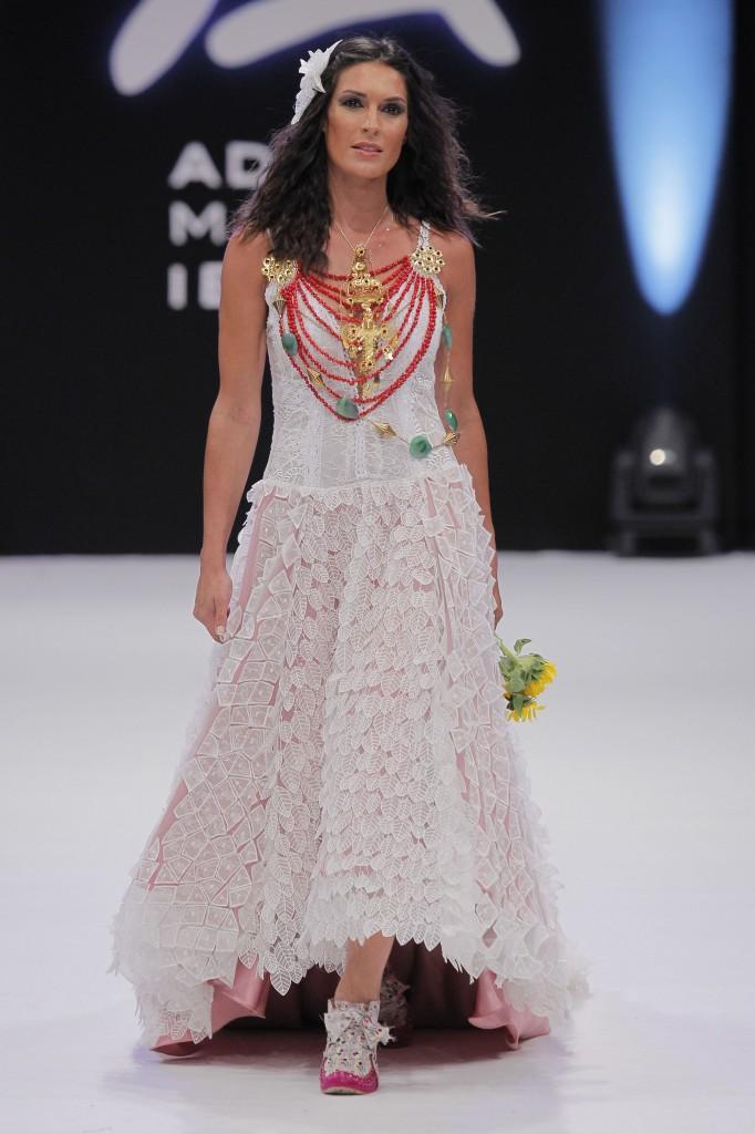 Toni Bonet y joyas de Elisa Pomar
