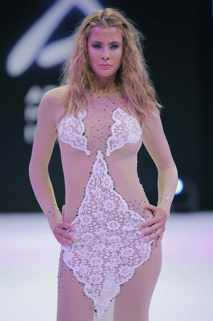 Piluca Bayarri viste a Elisabeth Reyes