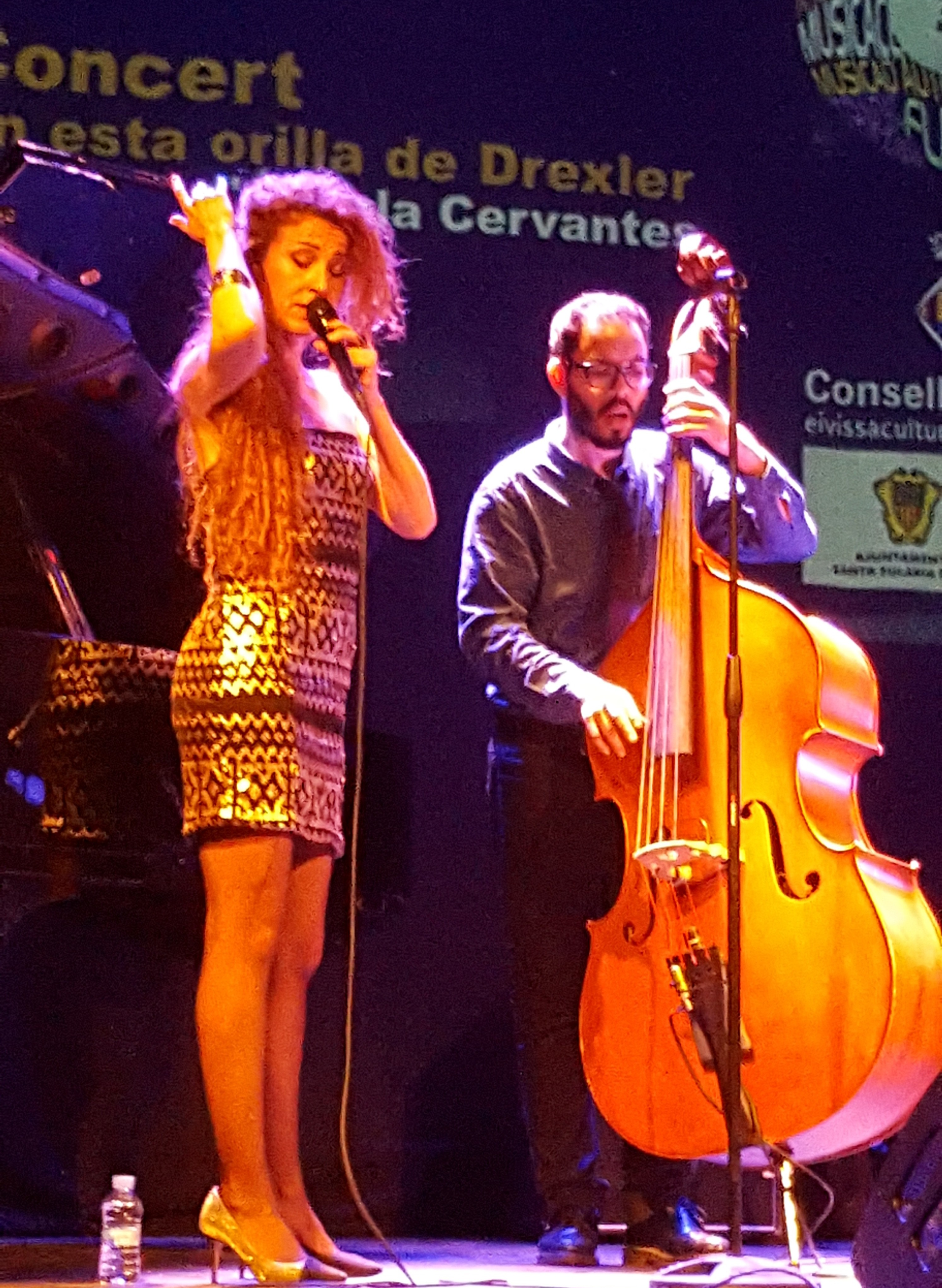 Angela Cervantes en concierto