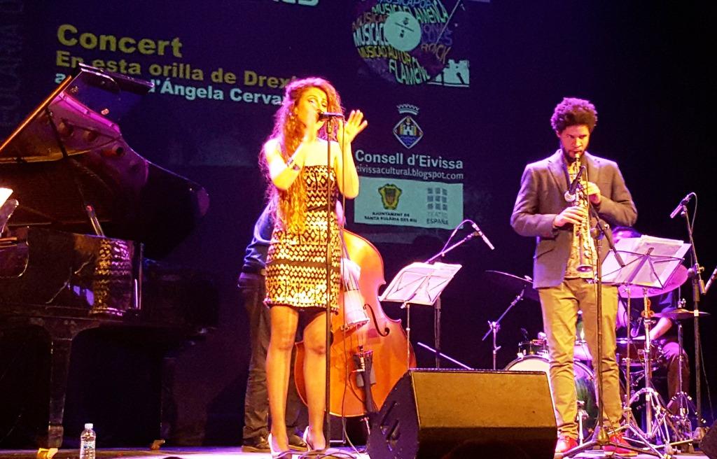 Angela Cervantes cantante de jazz